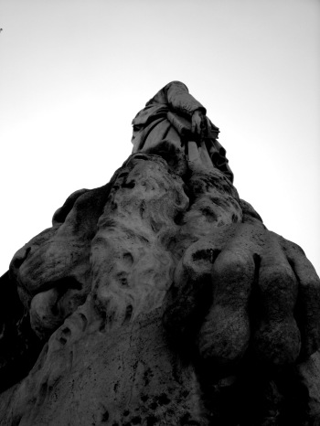 RR2--Dante and His Lion's Paw--Side-View